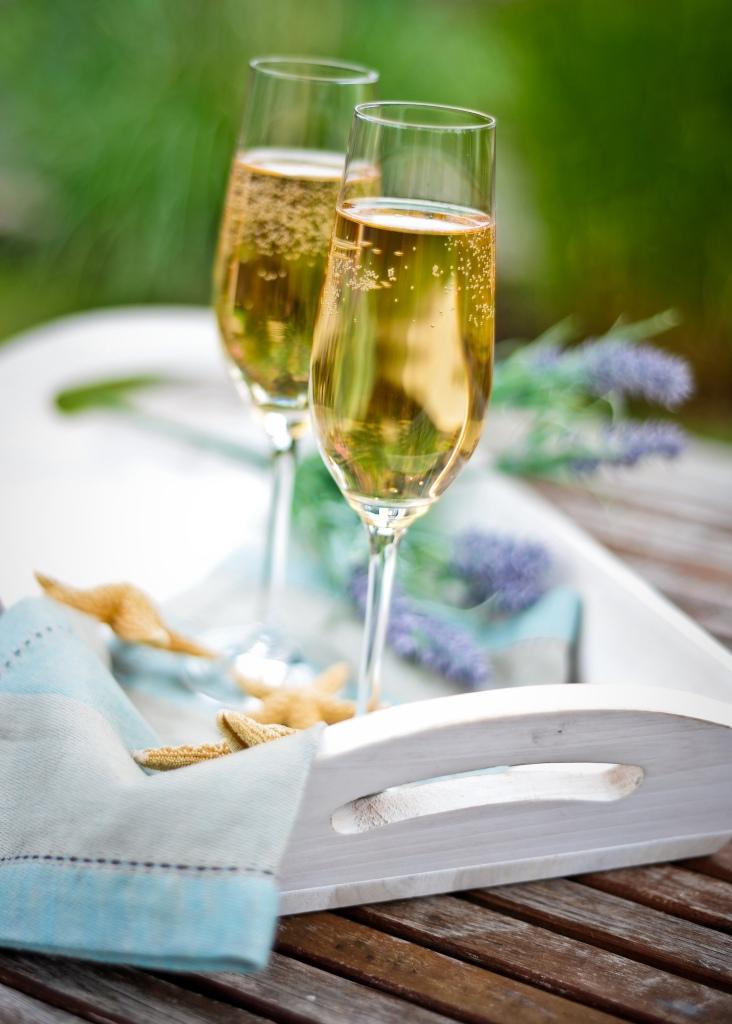 Det är självklart att erbjuda en god alkoholfri drink före maten.