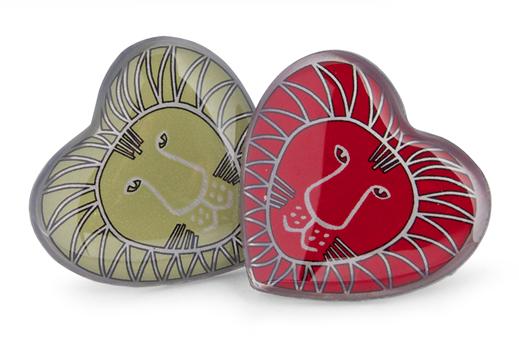 Pins designade av Lisa Larsson