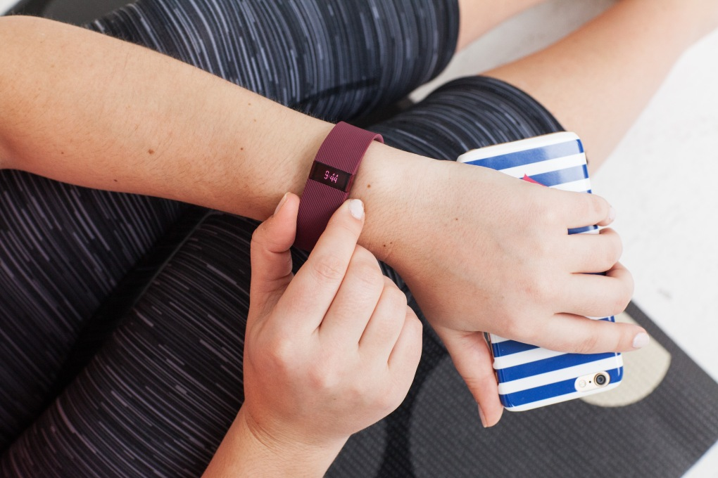 fitbit-charge-burgundy-band