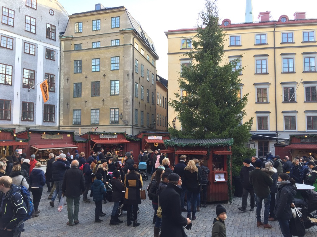 julmarknad-foto_moa-jarefall-stortorgets-julmarknad-i-gamla-stan-stockholm-jultradition